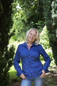 Compressed Martina Cole photo credit Charlotte Murphy.jpg