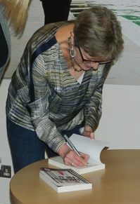 Anne Cassidy signing